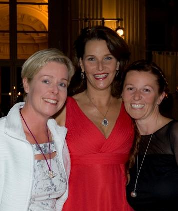 Maya Hakvoort mit Ursula und Sabine